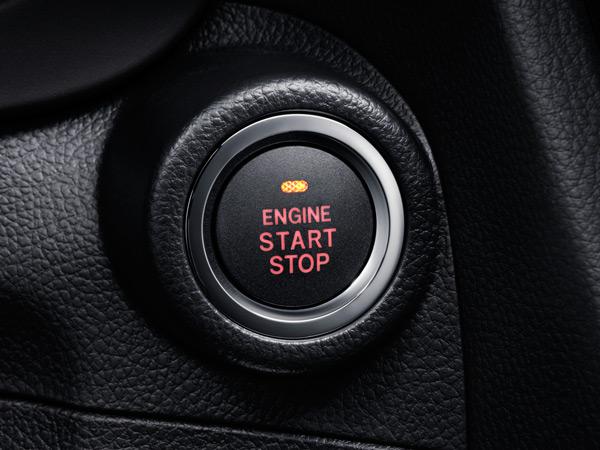 Beraktė atidarymo sistema su variklio paleidimo mygtuku