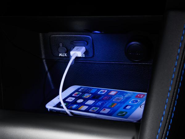 USB maitinimo lizdai (priekyje ir gale)